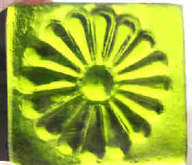 daisy tile in recycled glass